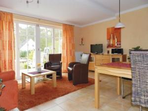 Blick von Küche zum Wohnzimmer